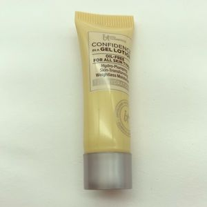 It cosmetics confidence in a gel lotion oil free